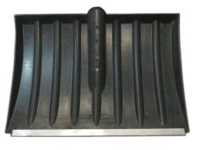 Лопата для снега плас. 320*440 с метал.планкой б/чер №4